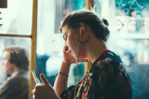 Afbeeldingen van wachten met telefoon
