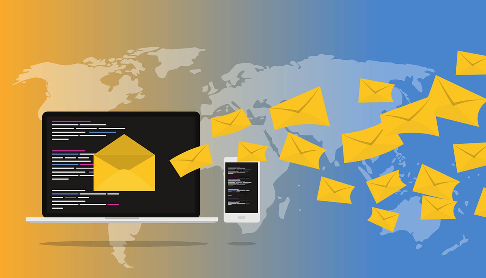 plant met macbook en briefjes met de tekst e-mail marketing en envelop